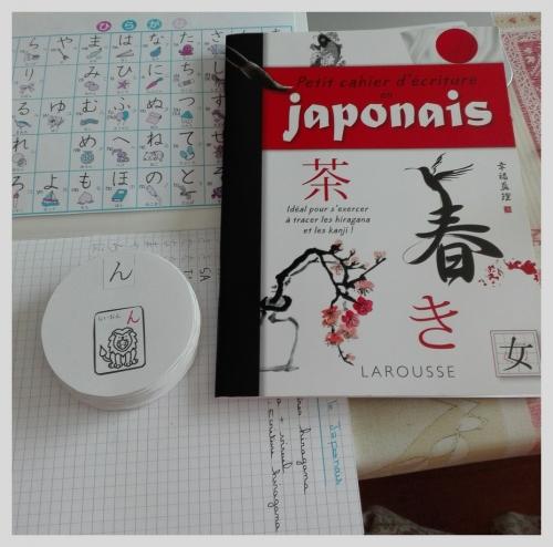 Petit cahier d'écritures en japonais, apprentissage